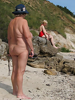 Sexy mature ladies in hats are completely naked - Chubby Naturists